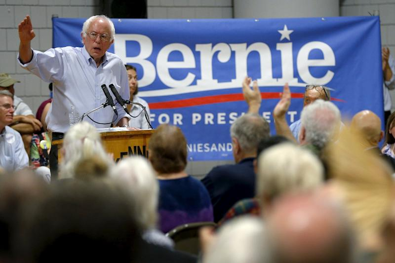 U.S. Democratic presidential candidate and U.S. Senator Bernie Sanders speaks at a campaign stop in Conway, New Hampshire August 24, 2015.   REUTERS/Brian Snyder