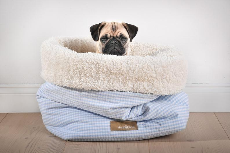 """<p><strong>Hundekind</strong></p><p>etsy.com</p><p><strong>$146.45</strong></p><p><a href=""""https://go.redirectingat.com?id=74968X1596630&url=https%3A%2F%2Fwww.etsy.com%2Flisting%2F241273924%2Fcuddly-bag-canicula-for-dogs&sref=https%3A%2F%2Fwww.countryliving.com%2Flife%2Fkids-pets%2Fg34383097%2Fbest-heated-dog-beds%2F"""" rel=""""nofollow noopener"""" target=""""_blank"""" data-ylk=""""slk:Shop Now"""" class=""""link rapid-noclick-resp"""">Shop Now</a></p><p>This snuggly dog bed traps heat and helps keep your pooch nice and warm. It's an easy-on-the-eyes option as well. </p>"""