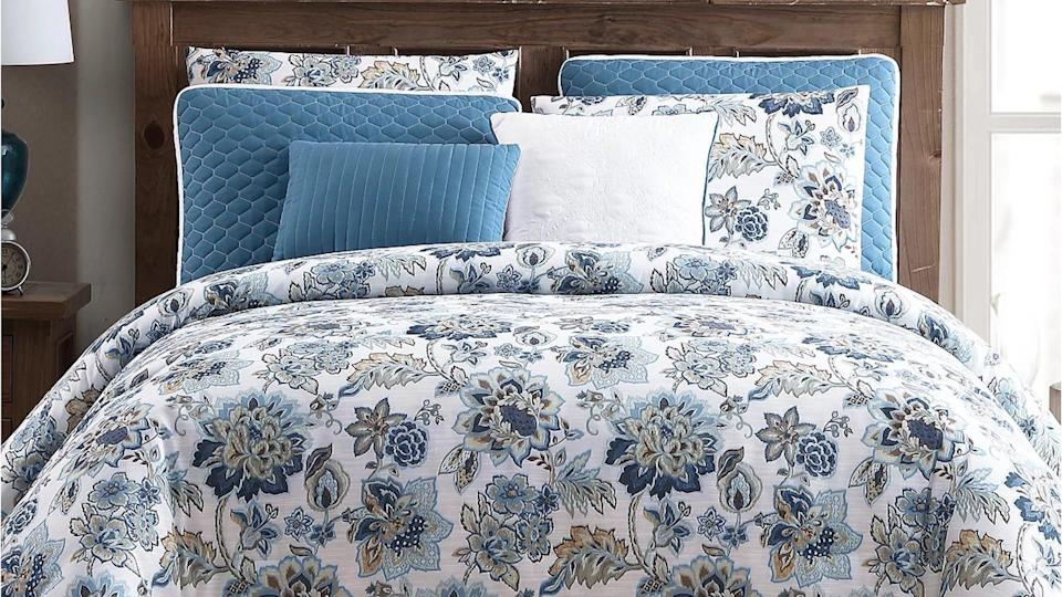 Customers love this Hallmart Collectibles comforter and quilt set for its floral pattern and overall coziness.