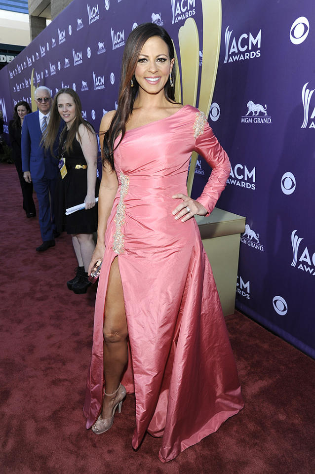 """<p class=""""MsoNormal"""">Like Carrie Underwood, songstress Sara Evans sported a sexy up-to-there slit, but we aren't big fans of this pink one-sleeve prom bomb. Are you? </p>"""