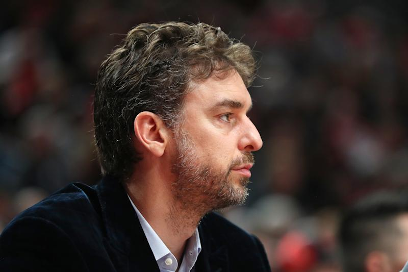 Bucks' Giannis Antetokounmpo reacts to Pau Gasol getting waived by Blazers