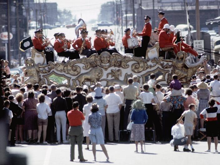 Spectators watch the Sauk County circus band in Milwaukee, Wisconsin, July 4, 1964.