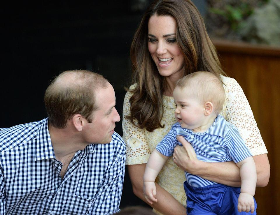 <p>During a trip to the zoo in Australia, Kate and Will play with Prince George.<br></p>