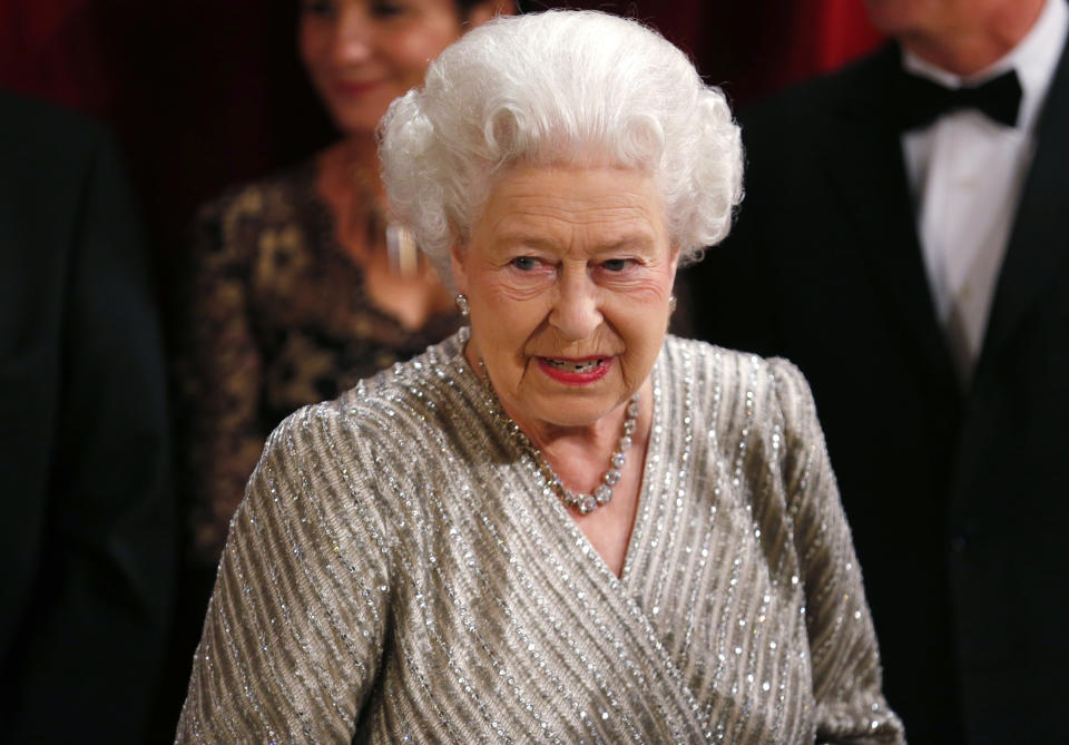 Britain's Queen Elizabeth arrives at the Royal Variety Performance at the Royal Albert Hall in London, November 19, 2012. REUTERS/Andrew Winning (BRITAIN - Tags: ROYALS ENTERTAINMENT)