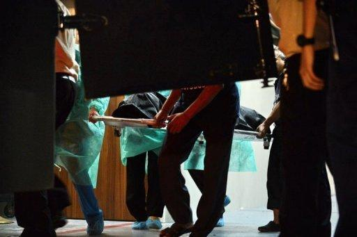 <p>Hospital staff carry the body of the Indian gang-rape victim to the police morgue vehicle at the Mount Elizabeth hospital in Singapore, on December 29, 2012. The victim, 23, died after suffering severe organ failure, the hospital treating her said, in a case that sparked widespread street protests over violence against women.</p>