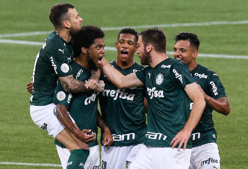 SAO PAULO, BRAZIL - DECEMBER 27: Luiz Adriano #10 of Palmeiras celebrates with his team mates after scoring the first goal of their team during the match against Red Bull Bragantino as part of Brasileirao Series A 2020 at Allianz Parque on December 27, 2020 in Sao Paulo, Brazil. (Photo by Alexandre Schneider/Getty Images)
