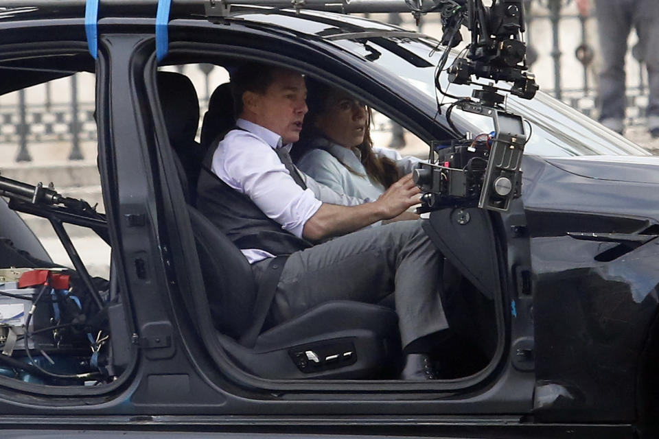 Actor Tom Cruise and actress Hayley Atwell handcuffed together filming a thrilling chase with cars on the set of the film Mission Impossible 7 in Piazza Venezia, just in front of the Victor Emmanuel II Monument (Tomb of the Unknown Soldier). Rome (Italy), November 29th 2020 Photo Samantha Zucchi /Insidefoto/Sipa USA)