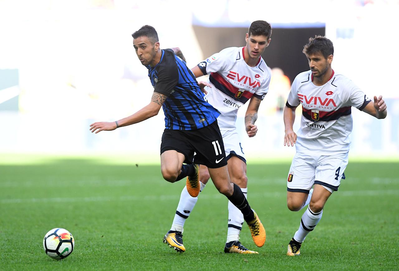 Soccer Football - Serie A - Inter Milan vs Genoa -  San Siro Stadium, Milan, Italy - September 24, 2017   Inter Milan's Matias Vecino in action with Genoa's Pietro Pellegri and Miguel Veloso    REUTERS/Alberto Lingria