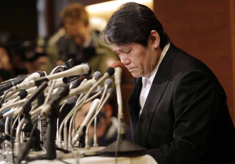 """Mamoru Samuragochi bows during a press conference in Tokyo, Friday, March 7, 2014. The man once lauded as """"Japan's Beethoven"""" bowed repeatedly and apologized Friday at his first media appearance since it was revealed last month that his famed musical compositions were ghostwritten and he wasn't completely deaf. (AP Photo/Shuji Kajiyama)"""