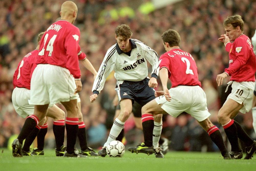 Darren Anderton evades a swarm of Manchester United players during a Premier League fixture in December 2000. (Alex Livesey /Allsport)