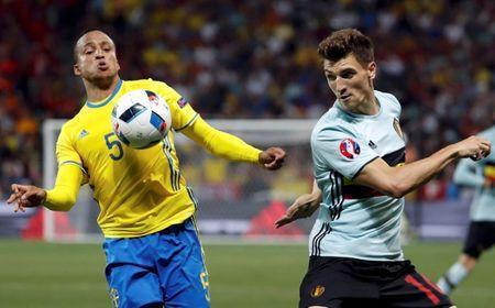 FILE PHOTO: Football Soccer - Sweden v Belgium - EURO 2016 - Group E - Stade de Nice, Nice, France - 22/6/16 - Sweden Martin Olsson in action with Belgium Thomas Meunier. REUTERS/Yves Herman