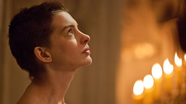 "Anne Hathaway (""Les Miserables""): SURE THING Hathaway can sing, and sing with her heart. Even though many people have yet to see the movie, she owns the trailer with a song that I can't wash out of my hair – or brain. Those browned teath. The choppy hair. The weight loss. If that weren't enough, add to this her tremendous Catwoman in ""The Dark Knight Rises"" and her suffering through James Franco's tweets live, on camera, as an Academy host. She's the frontrunner."