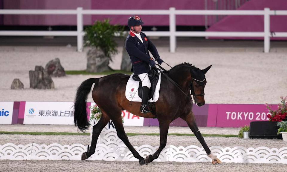 Lee Pearson with his horse Breezer in the dressage.