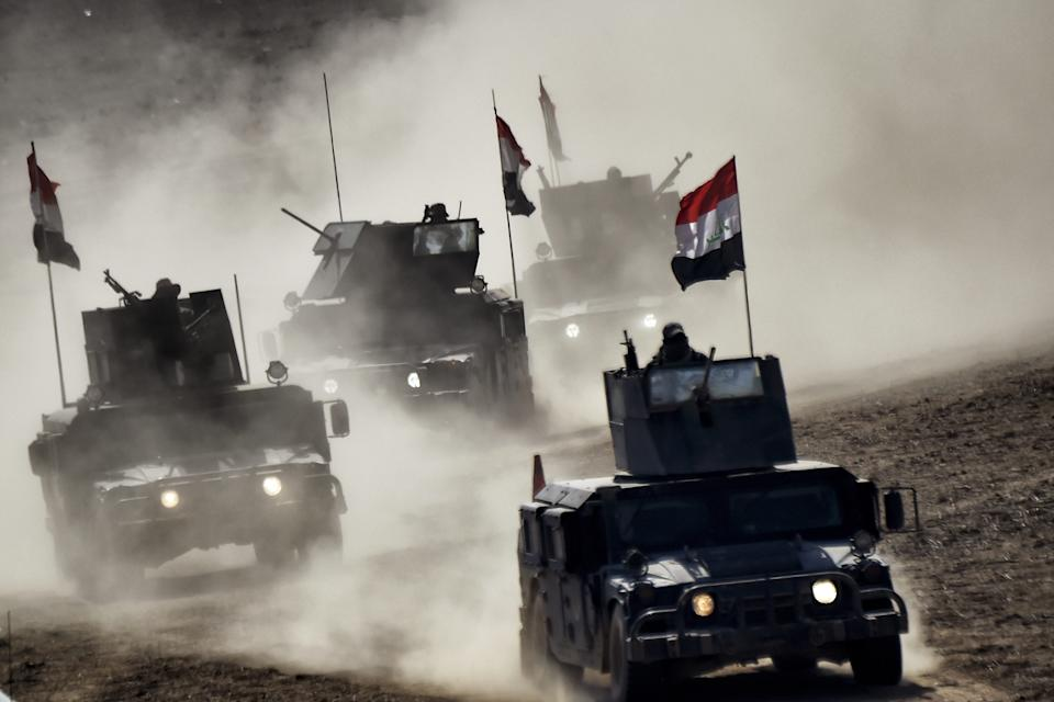"""Iraqi troops advance towards Mosul's on February 24, 2017 during an ongoing offensive to retake the northern city from jihadists of the Islamic State group Iraqi forces entered west Mosul neighbourhoods, a key stronghold in the shrinking """"caliphate"""" of the Islamic State group, which replied with deadly suicide attacks in Iraq and Syria. (Aris Messinis/AFP via Getty Images)"""