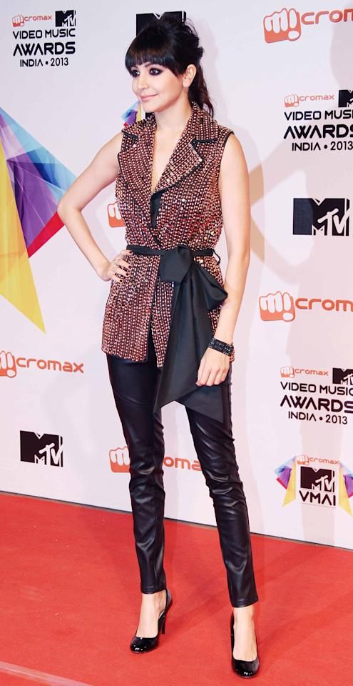 The uber bold and beautiful Anushka Sharma brought that dash of edge with her look at the MTV Video Music Awards in Anaikka.