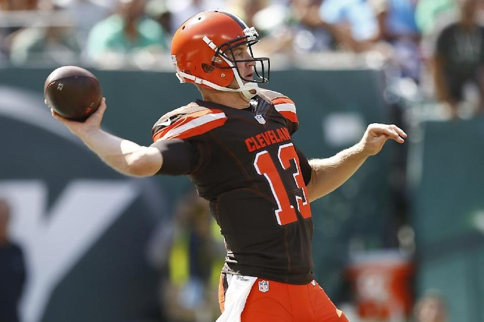 Josh McCown of the Cleveland Browns passes against the New York Jets during the game at MetLife Stadium on September 13, 2015 in East Rutherford, New Jersey (AFP Photo/Jeff Zelevansky)