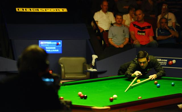 Ronnie O'Sullivan of England (R) plays a shot against Ali Carter of England during the second session of the World Championship Snooker final at the Crucible Theatre in Sheffield, on May 7, 2012. AFP PHOTO/PAUL ELLISPAUL ELLIS/AFP/GettyImages