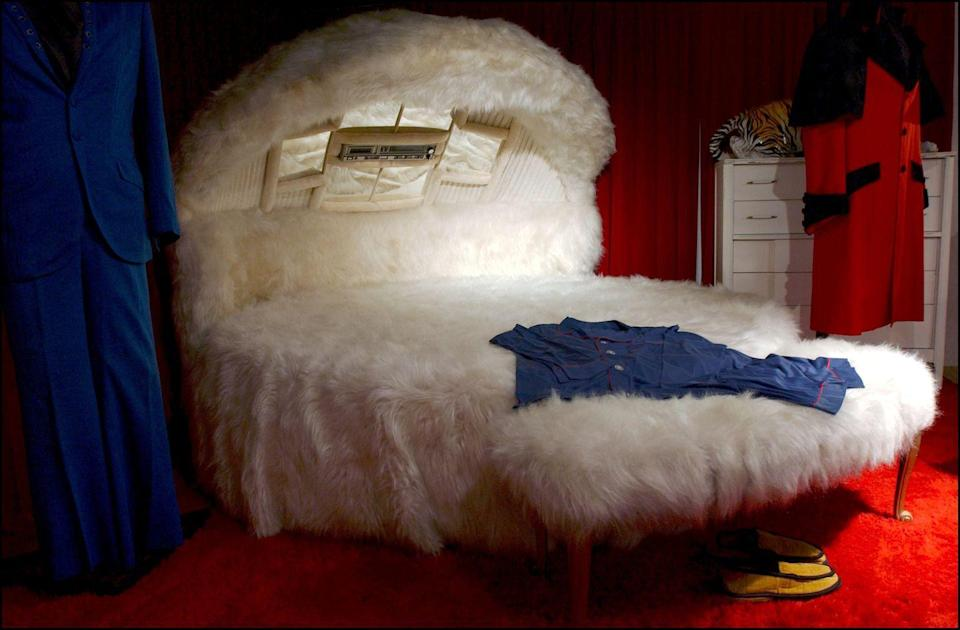 "<p>Didn't every little girl want a fuzzy bed gowing up? Lisa Marie Presley was lucky enough to have one in her room at Graceland, which fans can <a href=""https://historybyday.com/pop-culture/behind-the-doors-of-graceland-elvis-kingdom-of-rock/"" rel=""nofollow noopener"" target=""_blank"" data-ylk=""slk:see on a tour"" class=""link rapid-noclick-resp"">see on a tour</a> of the house. </p>"