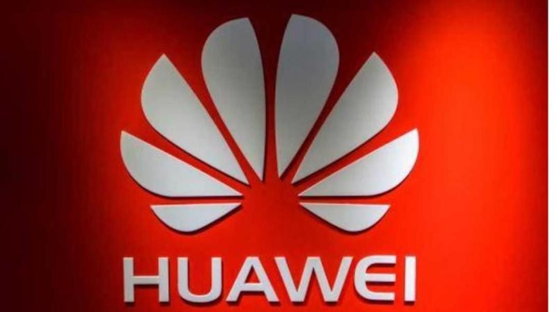 Huawei trolls Apple, gifts iPhone buyers free power banks