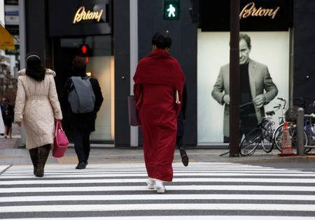 A woman in a Kimono makes her way at a shopping district in Tokyo, Japan March 7, 2018. REUTERS/Kim Kyung-Hoon