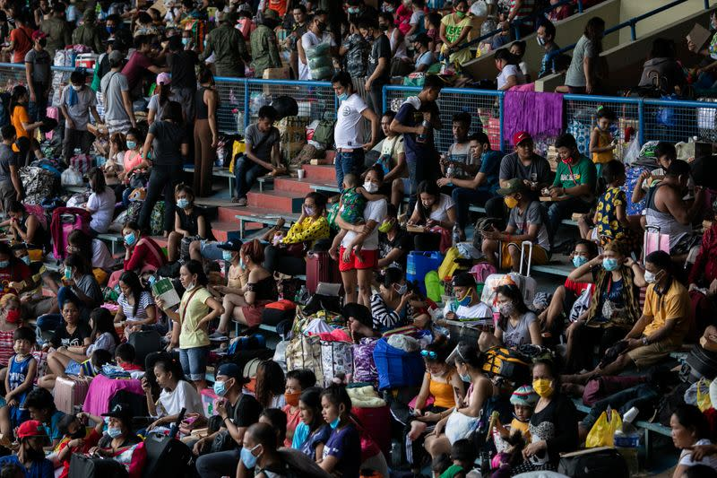 Thousands of stranded Filipinos crammed into baseball stadium amid coronavirus risks