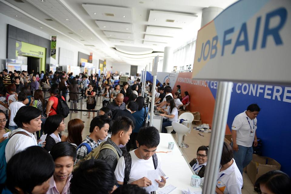 Job seekers queue at a job fair during the International Contact Center Conference and Expo at the SMX Covention Center in Manila on September 18, 2012 (AFP Photo/Noel Celis)
