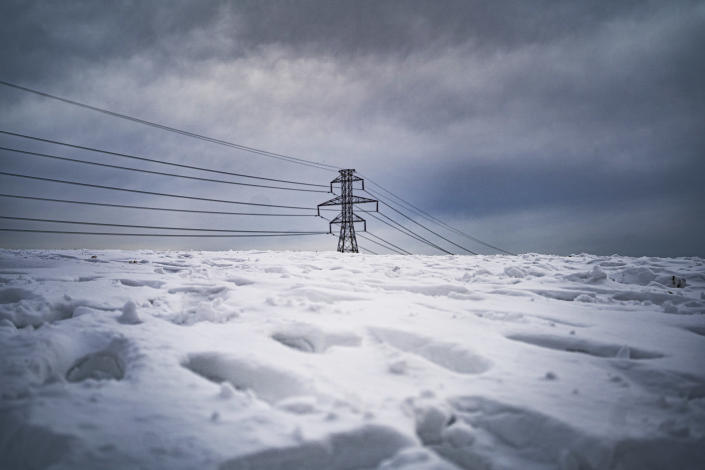 Power lines and a blanket of snow in the Dallas area, Feb. 18, 2021. (Nitashia Johnson/The New York Times)