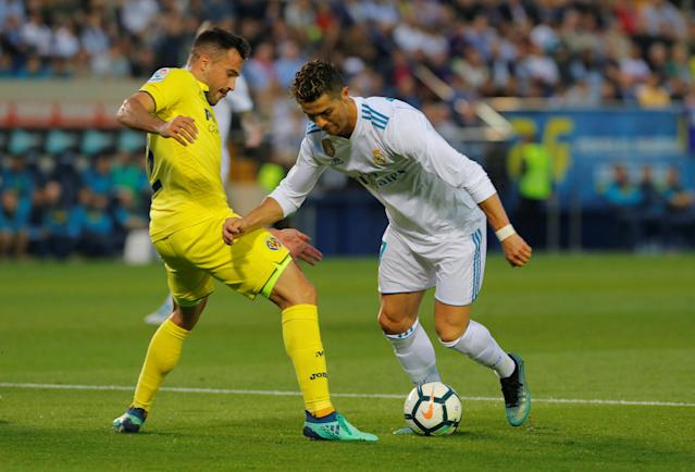 Soccer Football - La Liga Santander - Villarreal vs Real Madrid - Estadio de la Ceramica, Villarreal, Spain - May 19, 2018 Real Madrid's Cristiano Ronaldo in action with Villarreal's Mario Gaspar REUTERS/Heino Kalis