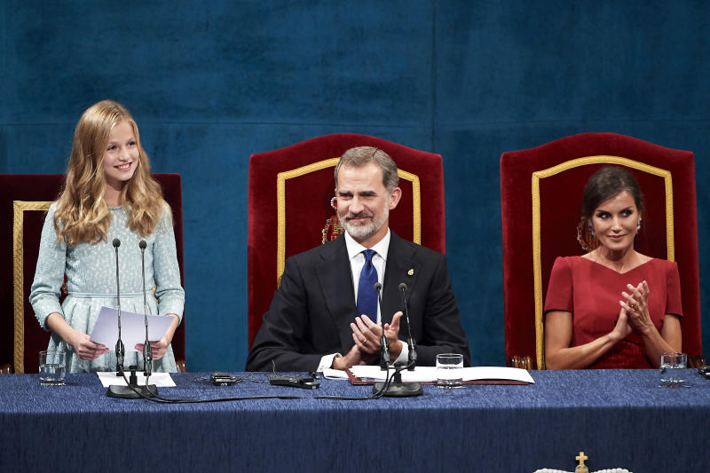 OVIEDO, SPAIN - OCTOBER 18: Princess Leonor of Spain, King Felipe VI of Spain and Queen Letizia of Spain and Princess Sofia of Spain attend the Princesa de Asturias Awards 2019 ceremony at the Campoamor Theater on October 18, 2019 in Oviedo, Spain. (Photo by Carlos R. Alvarez/WireImage)