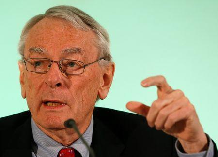 World Anti-Doping Agency's (WADA) former president, Dick Pound, who heads the commission into corruption and doping in athletics, gestures at a news conference in Unterschleissheim near Munich, Germany, January 14, 2016. REUTERS/Michael Dalder