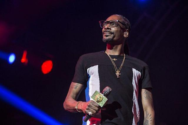 Snoop Dogg is ready to test his talents on the mic fromthe broadcast booth. (Getty)