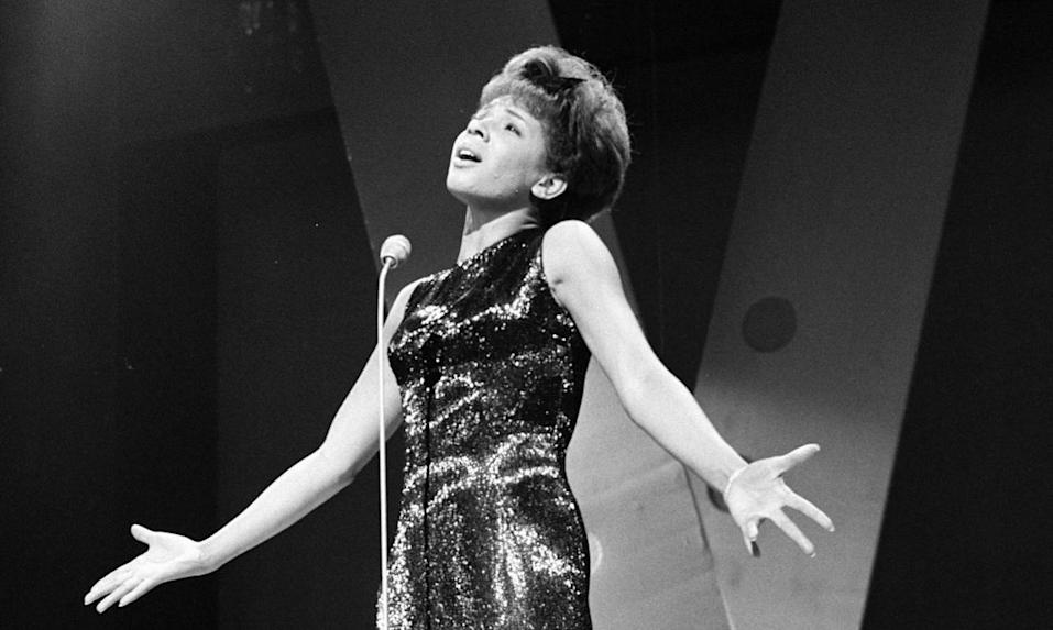 <p>With Jimmy Tarbuck as host, he welcomed the talents of Shirley Bassey, Rudolf Nuryev, Antoinette Sibley, and Mike Yarwood.<br></p>