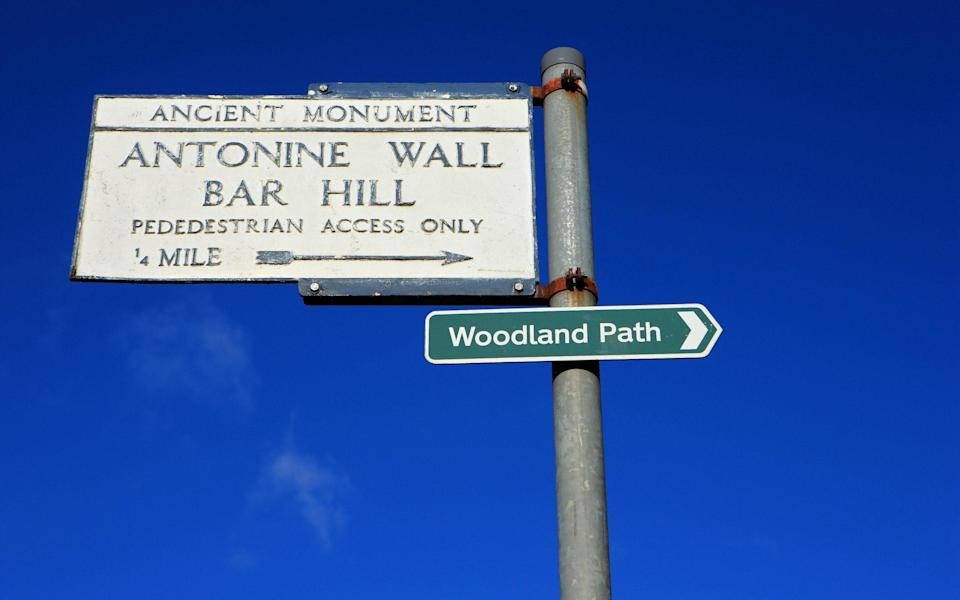 A sign showing the way to Bar Hill - Alamy