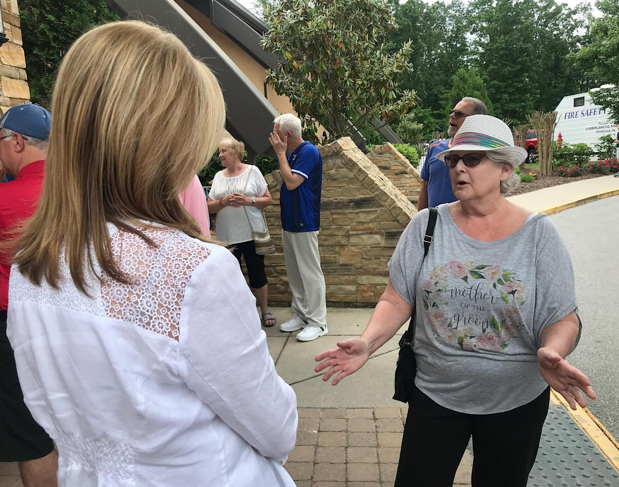 Marcia Storrison, right, challenges Blackburn's support for Donald Trump. (Photo: Holly Bailey/Yahoo News)