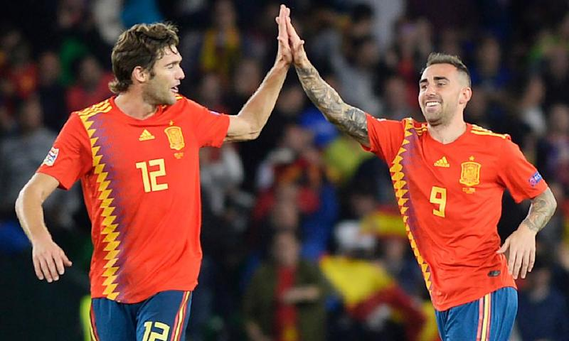 Marcos Alonso (left) and Paco Alcácer