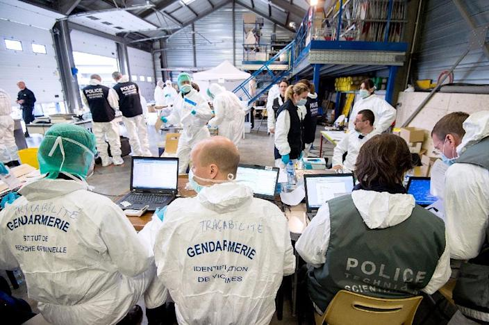 Forensic experts of the French gendarmerie disaster victim identification unit (UGIVC) work under a tent near the site of the crash of a Germanwings Airbus A320 in which all 150 people on board were killed (AFP Photo/F.Balamo)