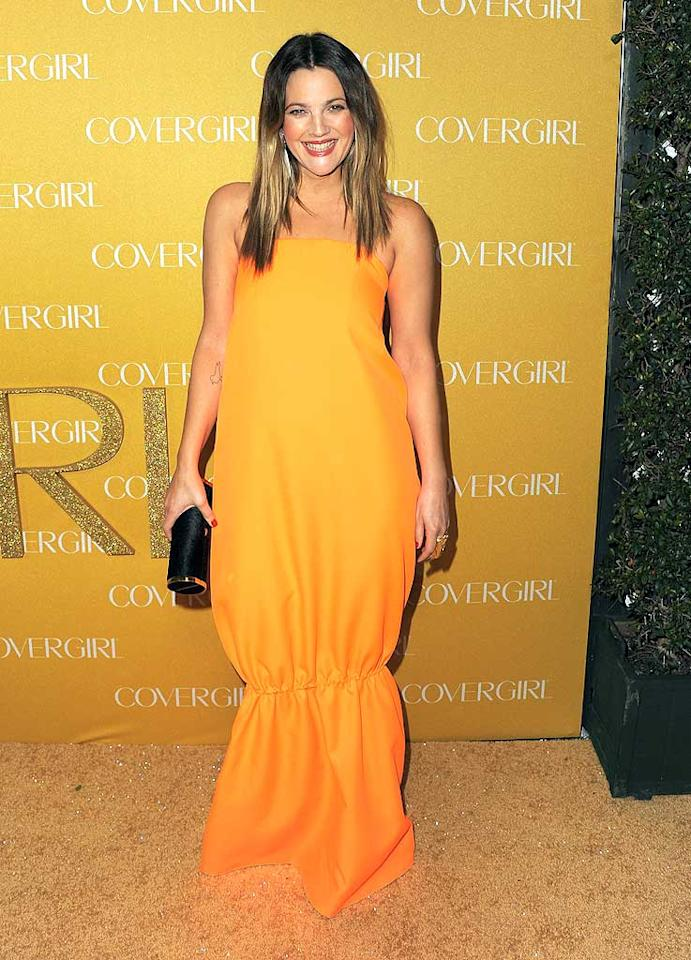 "Drew Barrymore rocked a bright orange Jil Sander Spring 2011 gown at the event, paired with two-tone hair and a cylindrical black Hunting Season clutch. Do you think the elasticated detail on Drew's dress is hot ... or not? Jordan Strauss/<a href=""http://www.wireimage.com"" target=""new"">WireImage.com</a> - January 5, 2011"