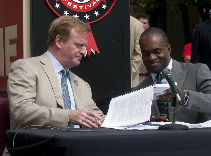 NFL commissioner Roger Goodell, left, and NFLPA executive director DeMaurice Smith as they signed the current collective bargaining agreement. (AP)