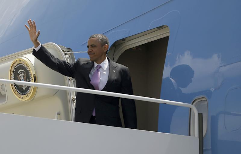 President Barack Obama waves as he boards Air Force One before his departure from O'Hare International Airport in Chicago, Thursday, May 30, 2013. Obama traveled to Chicago for two fundraisers to raise money for the Democratic Congressional Campaign Committee (DCCC). (AP Photo/Pablo Martinez Monsivais)