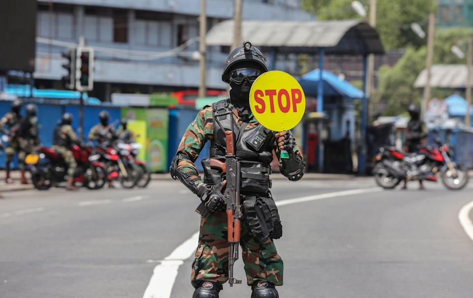 File image: Sri Lankan Army soldiers stop vehicles at a checkpoint after the government announced an island-wide travelrestrictions as a preventive measure against the spread of the Covid-19 in Colombo, Sri Lanka, 22 May 2021 (EPA)