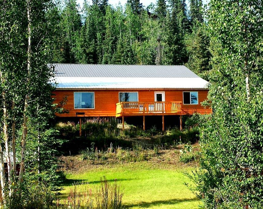 """<h2>Schooner Lake, Alaska<br></h2><br><strong>Location:</strong> Glennallen, Alaska<br><strong>Sleeps:</strong> 4<br><strong>Price Per Night:</strong> <a href=""""https://airbnb.pvxt.net/DZ4gq"""" rel=""""nofollow noopener"""" target=""""_blank"""" data-ylk=""""slk:$150"""" class=""""link rapid-noclick-resp"""">$150</a><br><br>""""Constructed in the fall of 2014, this lakefront property rental is located in the small community of Nelchina on Schooner Lake (approximately 45 miles from Glennallen). Offering spectacular views of the Chugach Mountains and private access to a lake full of wildlife.""""<br><br><h3>Book <a href=""""https://airbnb.pvxt.net/DZ4gq"""" rel=""""nofollow noopener"""" target=""""_blank"""" data-ylk=""""slk:Schooner Lake Vacation Rentals"""" class=""""link rapid-noclick-resp"""">Schooner Lake Vacation Rentals</a></h3><br><h3><br></h3><br><br>"""