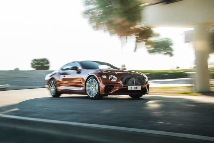 bentley continental gt v8 3 2 700x467 c