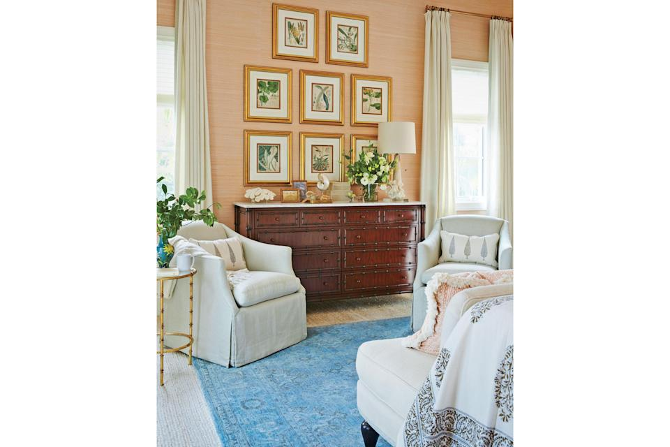 <p>A super private sitting area gives busy hosts breathing room when entertaining a full house. Design by Summer Thornton.</p>