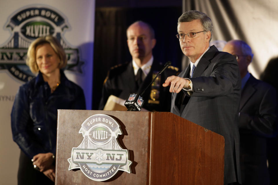 Alfred Kelly, president and CEO of the NY/NJ Super Bowl Host Committee, calls for a question during a news conference at the NFL Super Bowl XLVIII media center, Monday, Jan. 27, 2014, in New York. (AP Photo/Matt Slocum)