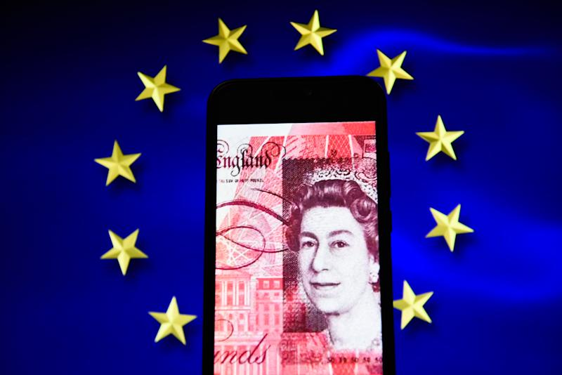PORTO, PORTUGAL - 2019/03/17: In this photo illustration, the British pound bank note is seen displayed on an Android mobile phone with European Union flag in the background. (Photo Illustration by Omar Marques/SOPA Images/LightRocket via Getty Images)