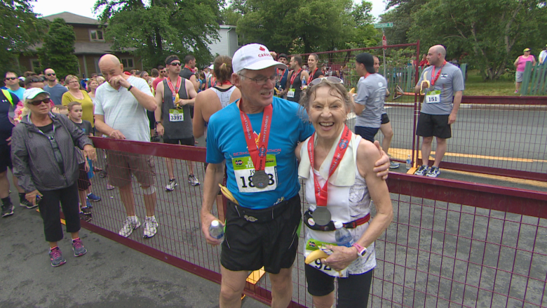 80-year-old runner steals show at Tely 10, smashes record for age group