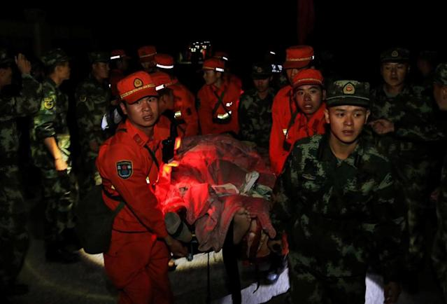 <p>Chinese paramilitary police carry a survivor after an earthquake in Jiuzhaigou county, Ngawa prefecture, Sichuan province, China, Aug. 9, 2017. (Photo: Stringer/Reuters) </p>