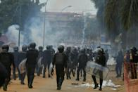 Clashes broke out in an Abidjan district and in towns in the centre of the country