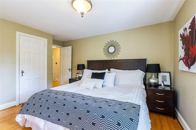 <p><span>97 Queens Dr., Toronto, Ont.</span><br> There are four bedrooms in the home, including this master suite.<br> (Photo: Zoocasa) </p>