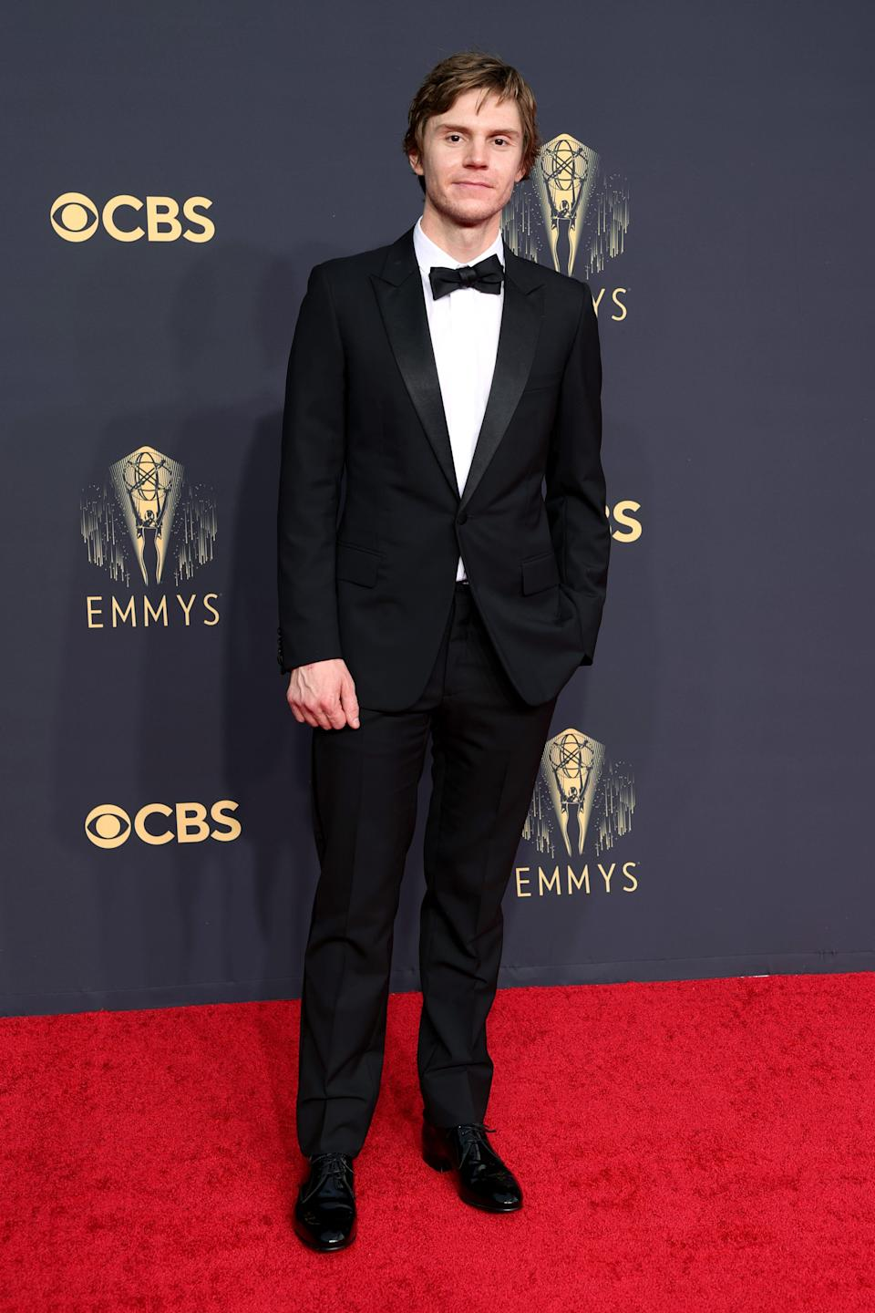 Evan Peters attends the 2021 Emmys.